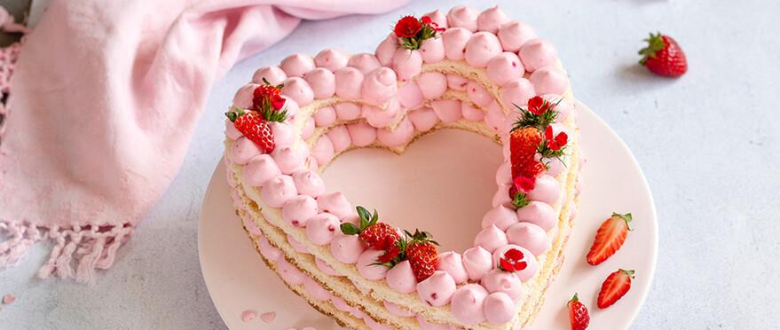 Rz Erdbeer Letter Cake 02